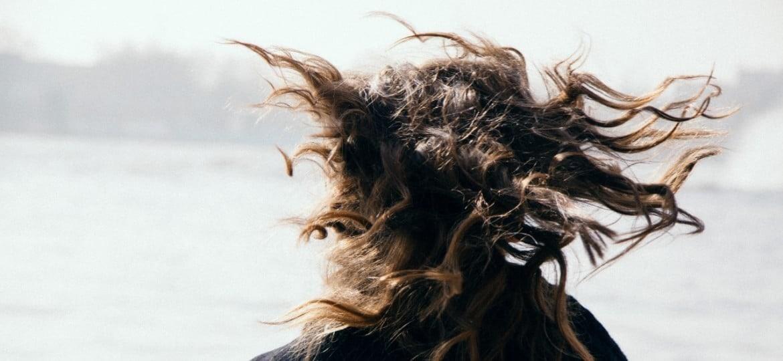 Λιπαρά μαλλιά: Πώς θα απαλλαγείς